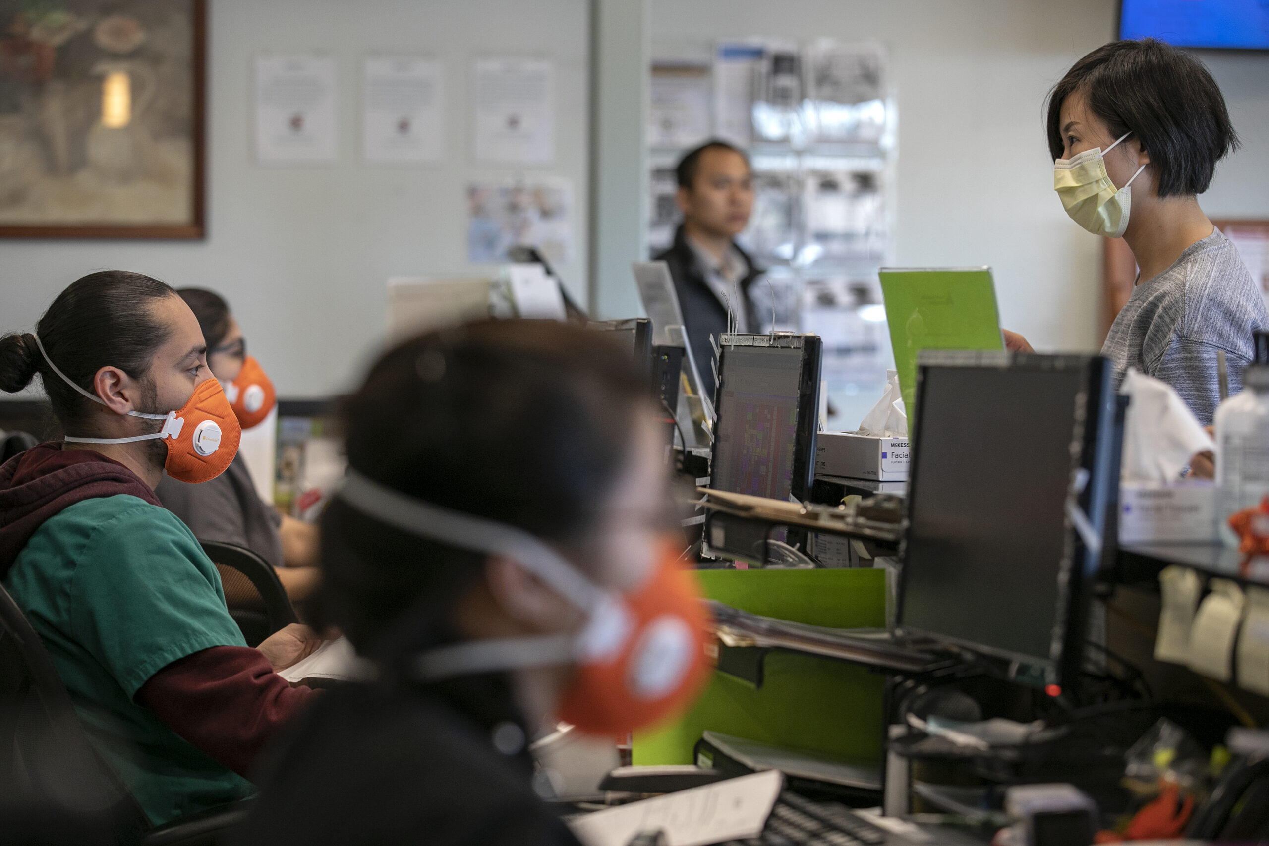 San Jose, California, United States: Wearing an N95 face mask, Front Medical Assistant Lead Edwin Moreno, left, helps Jessica Yu, of San Jose, right, at the Foothill Community Health Center. (LiPo Ching / San Francisco Chronicle / Polaris) ///