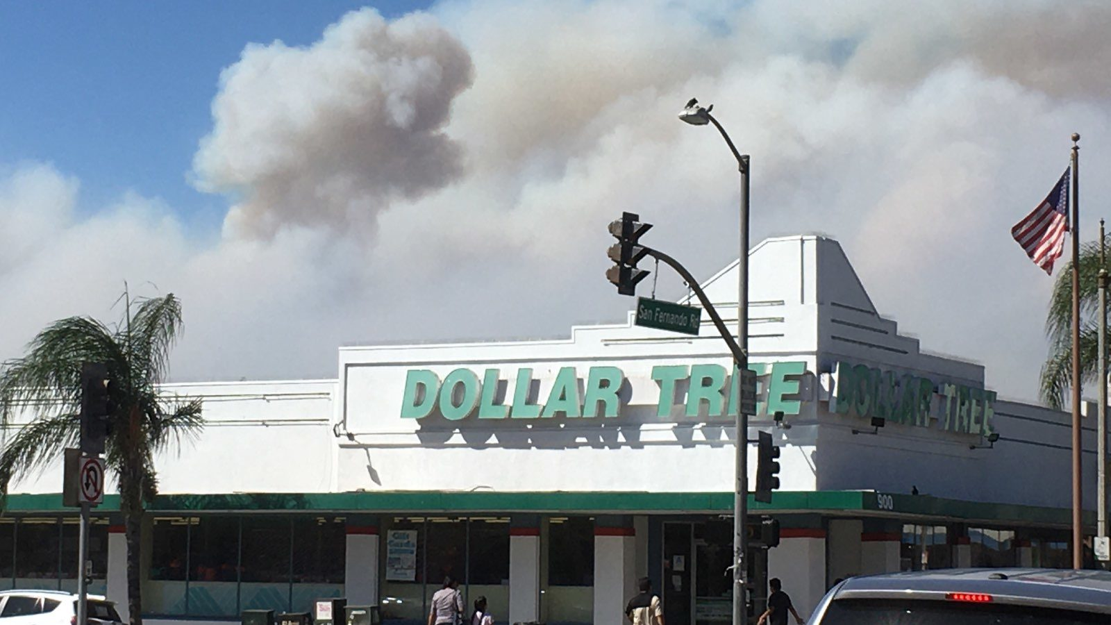 Smoke from the Sandalwood Fire above a Dollar Tree in San Fernando, California, on October 11. The fire had burned through nearly 5,000 acres as of Friday afternoon, killing one and causing episodes of respiratory distress and other medical issues. (Noah Smith/Direct Relief)