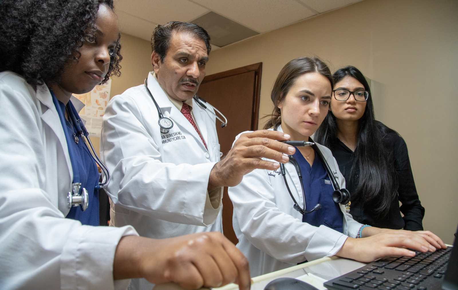 UHI Community Care Clinic's Dr. Zafar Qureshi teaches students in Miami. Connecting experienced specialists with health care center providers is at the heart of the MAVEN Project's approach.(Photo courtesy of The MAVEN Project)