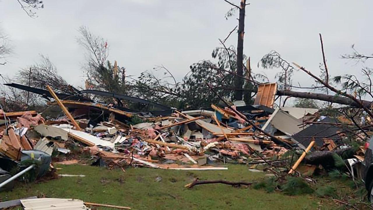 Storm-caused damage in Louisiana (Photo: Vernon Parish Sheriff Deputy Ricky Stephens)