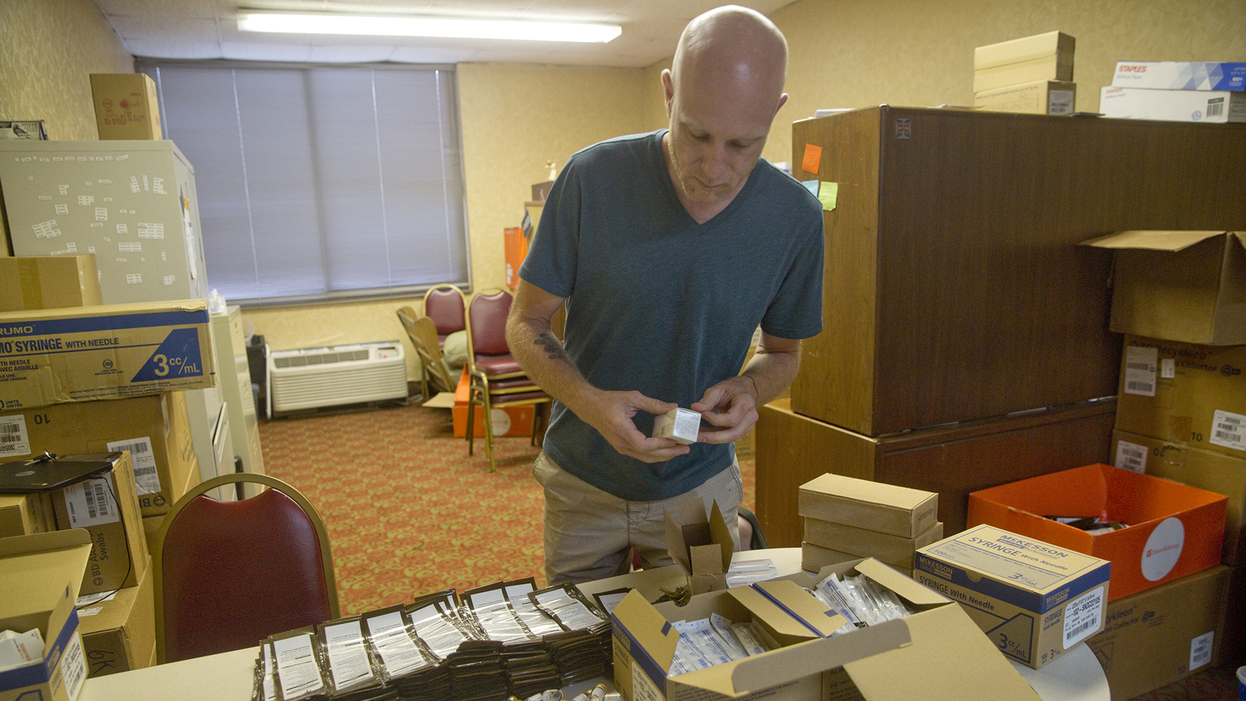 Lawson Koeppel of Virginia Harm Reduction Coalition assembles naloxone kits in Roanoke, Virginia. The group distributes the kits so people at risk of overdose have access to naloxone, which can save lives if administered quickly. (Photo by Stephanie Klein-Davis for Direct Relief)