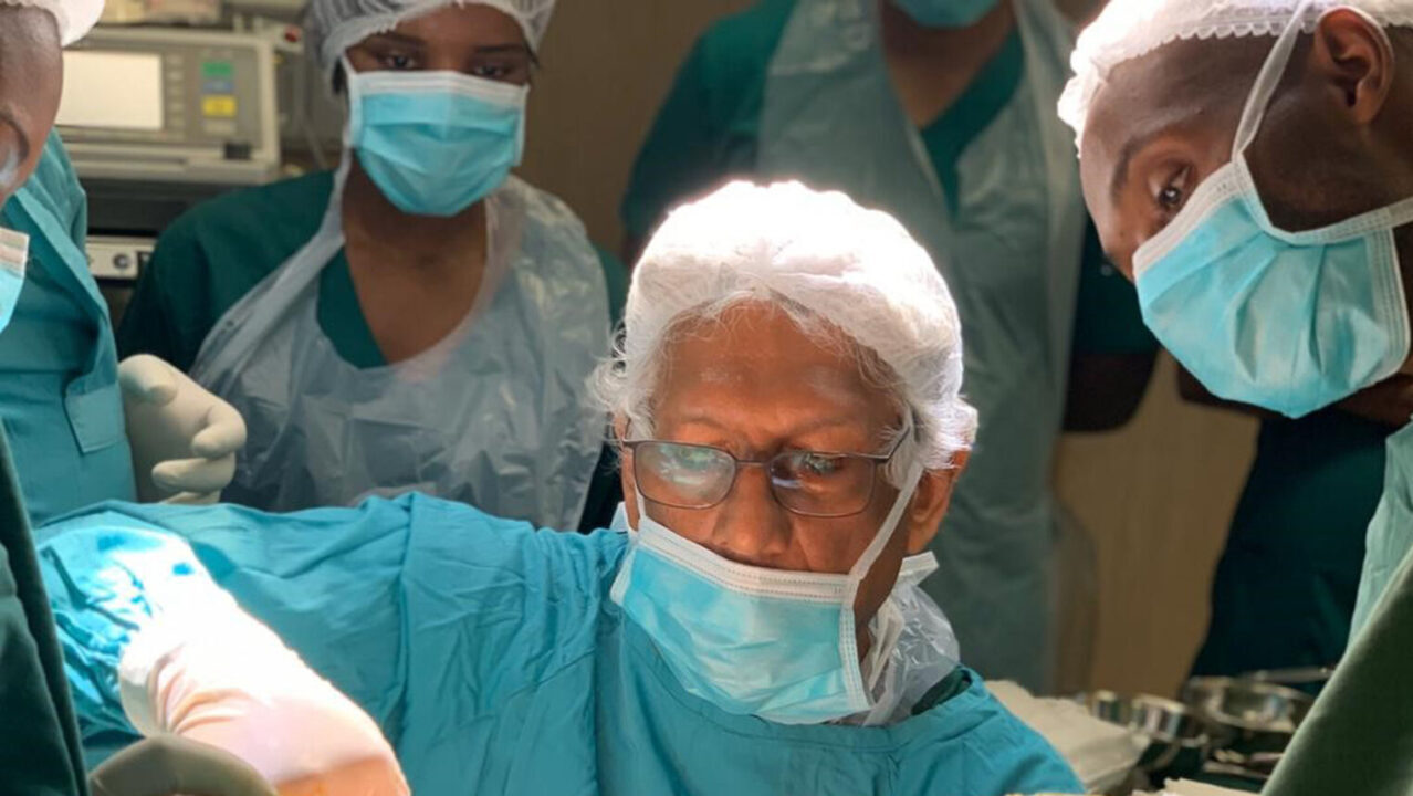 Dr. Igor Vaz performs surgery on an obstetric fistula patient. (Photo courtesy of Dr. Vaz)