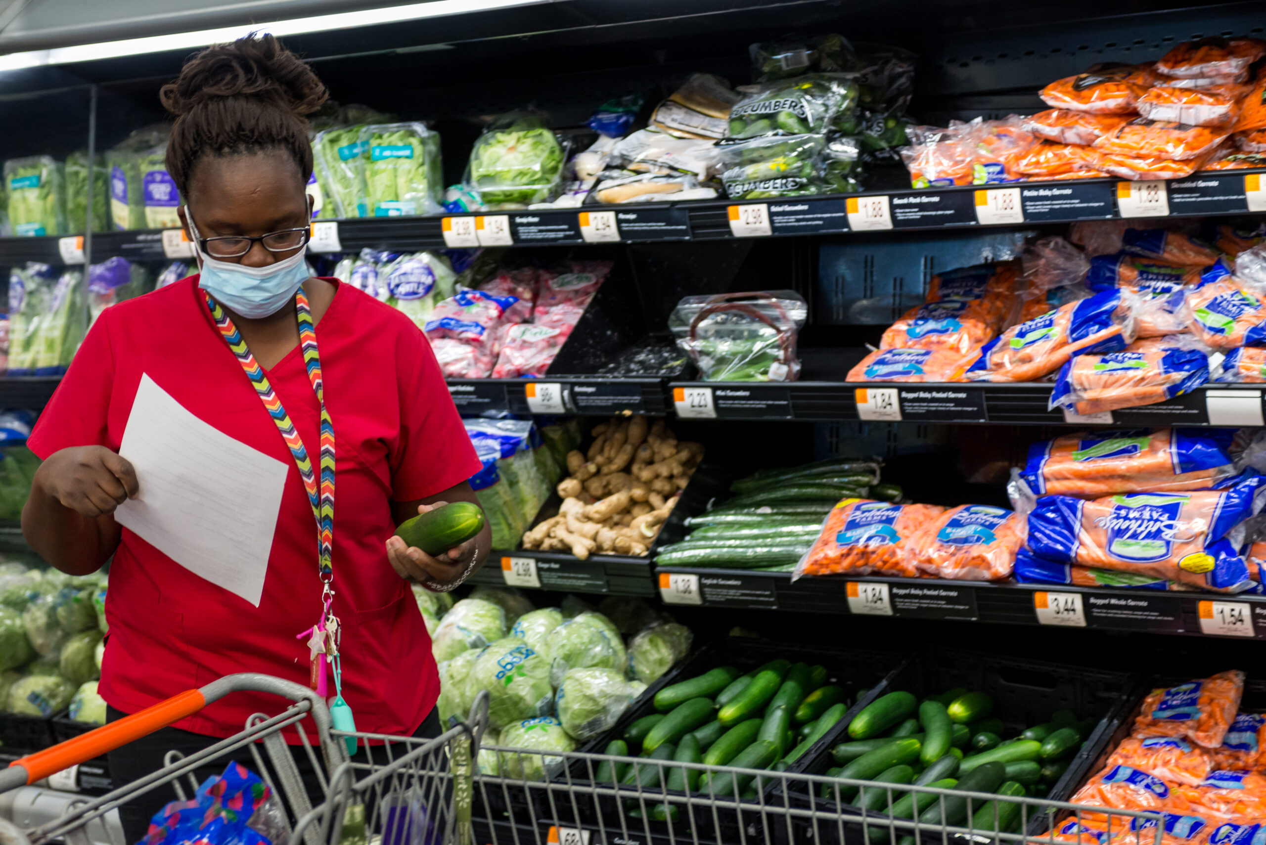 A Healthier You Meridian participant, Debra Thames, participates in a monthly shopping trip in which participants get a stipend and help with picking out healthy and cost effective groceries.  Meridian, MS Tues, Nov. 24, 2020 (Photo By Revere Photography for Direct Relief)