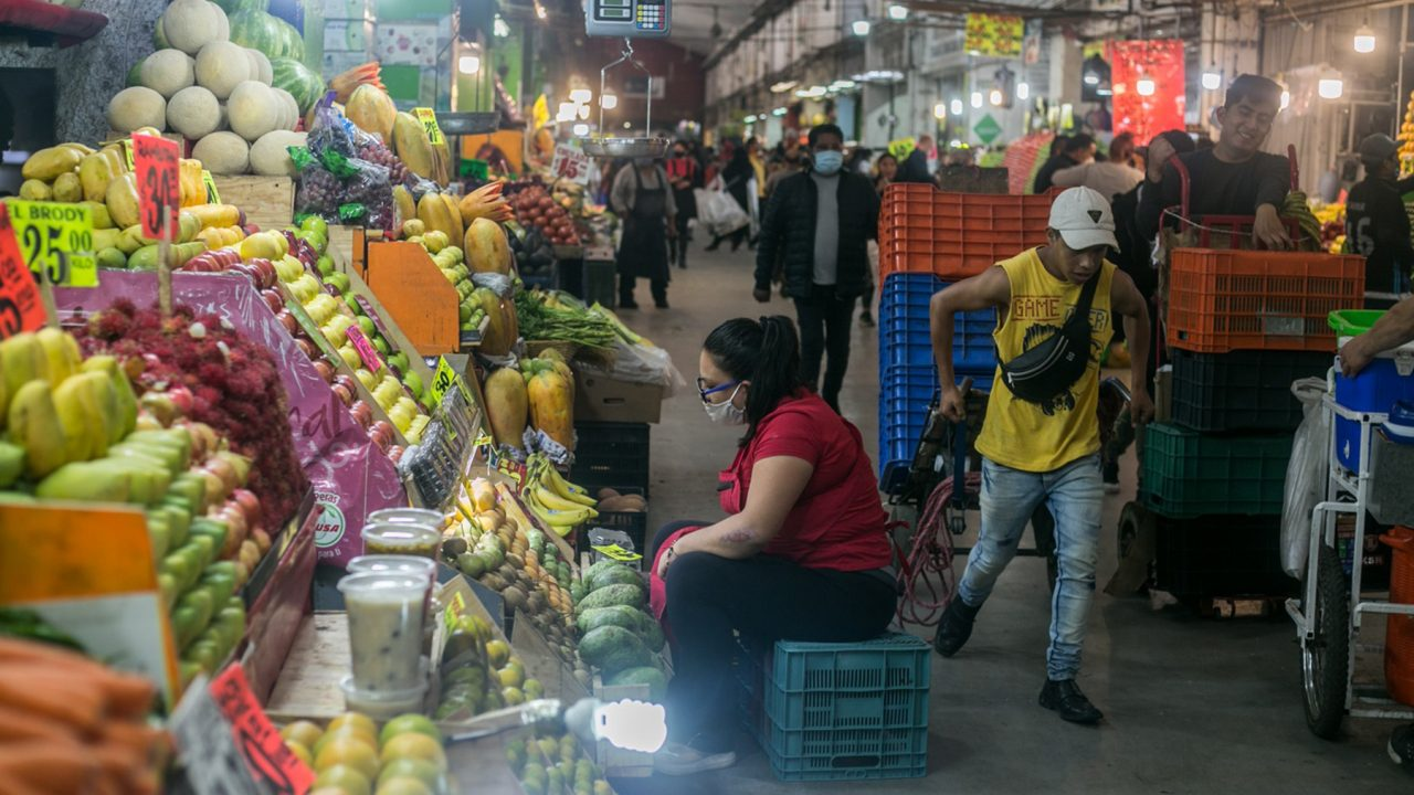 Central de Abastos in Iztapalapa, one of the largest wholesale food markets in the world and responsible for 80% of the food consumed in the Mexico City metropolitan area. (Photo by Meghan Dhaliwal for Direct Relief)