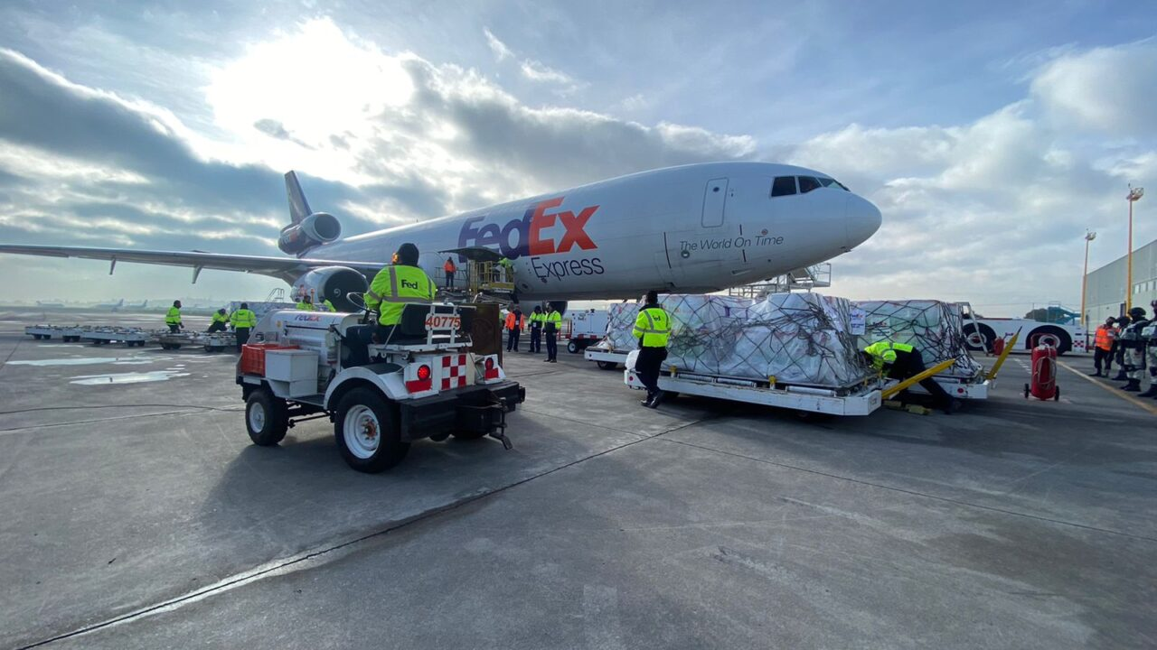 FedEx flight containing 1.75 million Moderna Covid-19 vaccine doses arrived in Mexico. (Photo: Mexico Foreign Ministry)