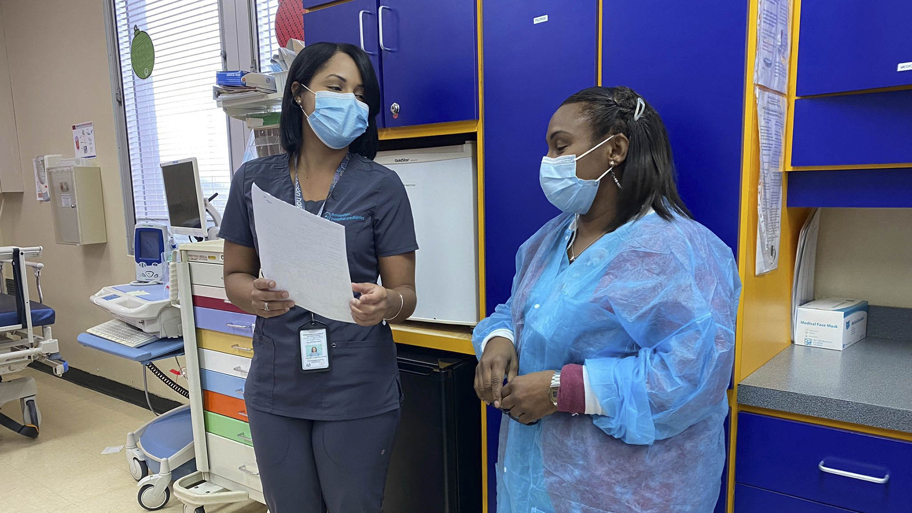 Valeria Méndez, left, consults with a colleague. (Photo courtesy of the Pediatric Hospital Foundation)