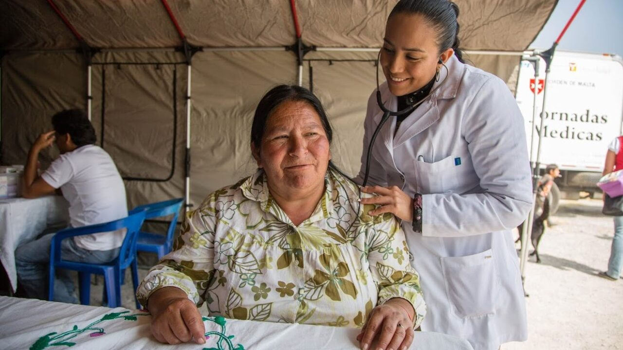 Temporary clinics are set up in the community of San Miguel Xalostóc on the northern outskirts of Mexico City as part of the Driving Your Health program. (Photo by William Vazquez for Baxter International Foundation)