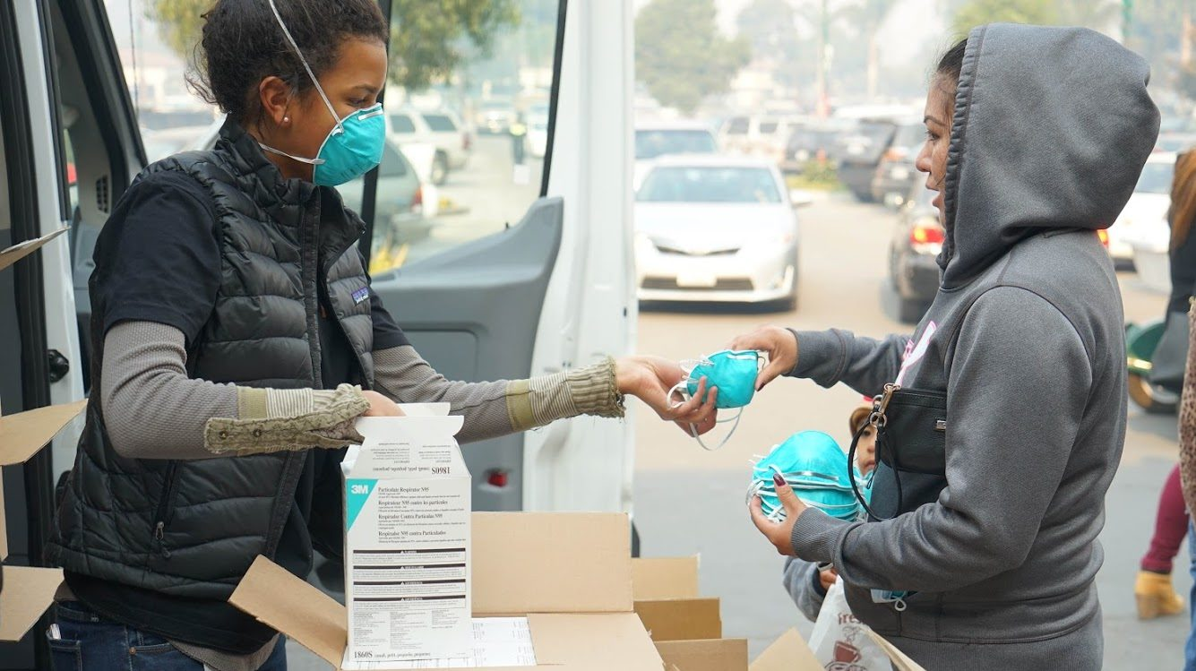 Direct Relief staff distribute breathing masks in Carpinteria, California, in Dec. 2017 during the Thomas Fire. (Lara Cooper/Direct Relief)
