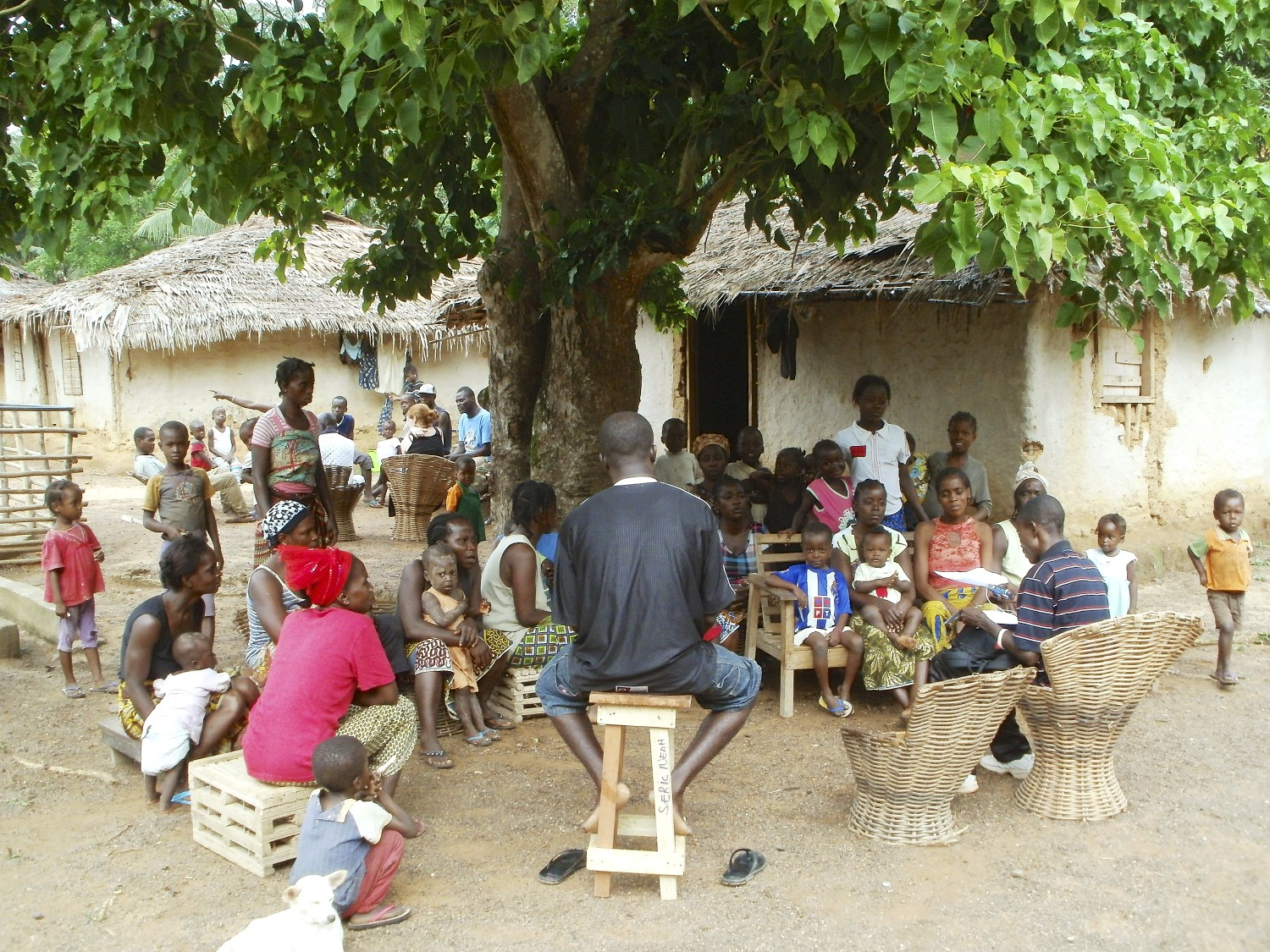 A Frontline Health Worker leads a focus group in the town of Doweh, Liberia. Photo courtesy of Last Mile Health.