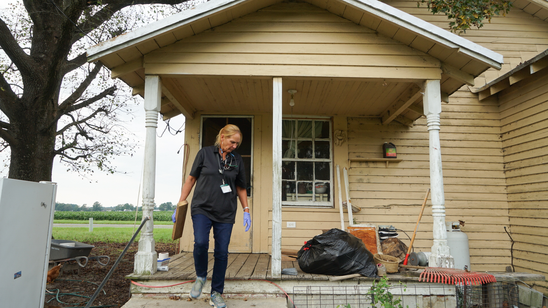 Nurse Gena Byrd, a clinician for local farmworkers at Greene County Health Care, at the home of an elderly patient outside Snow Hill, North Carolina. The home had recently flooded as a result of Hurricane Florence, and Byrd and other staff, as well as volunteers, made repairs to make the home safer. (Lara Cooper/Direct Relief)