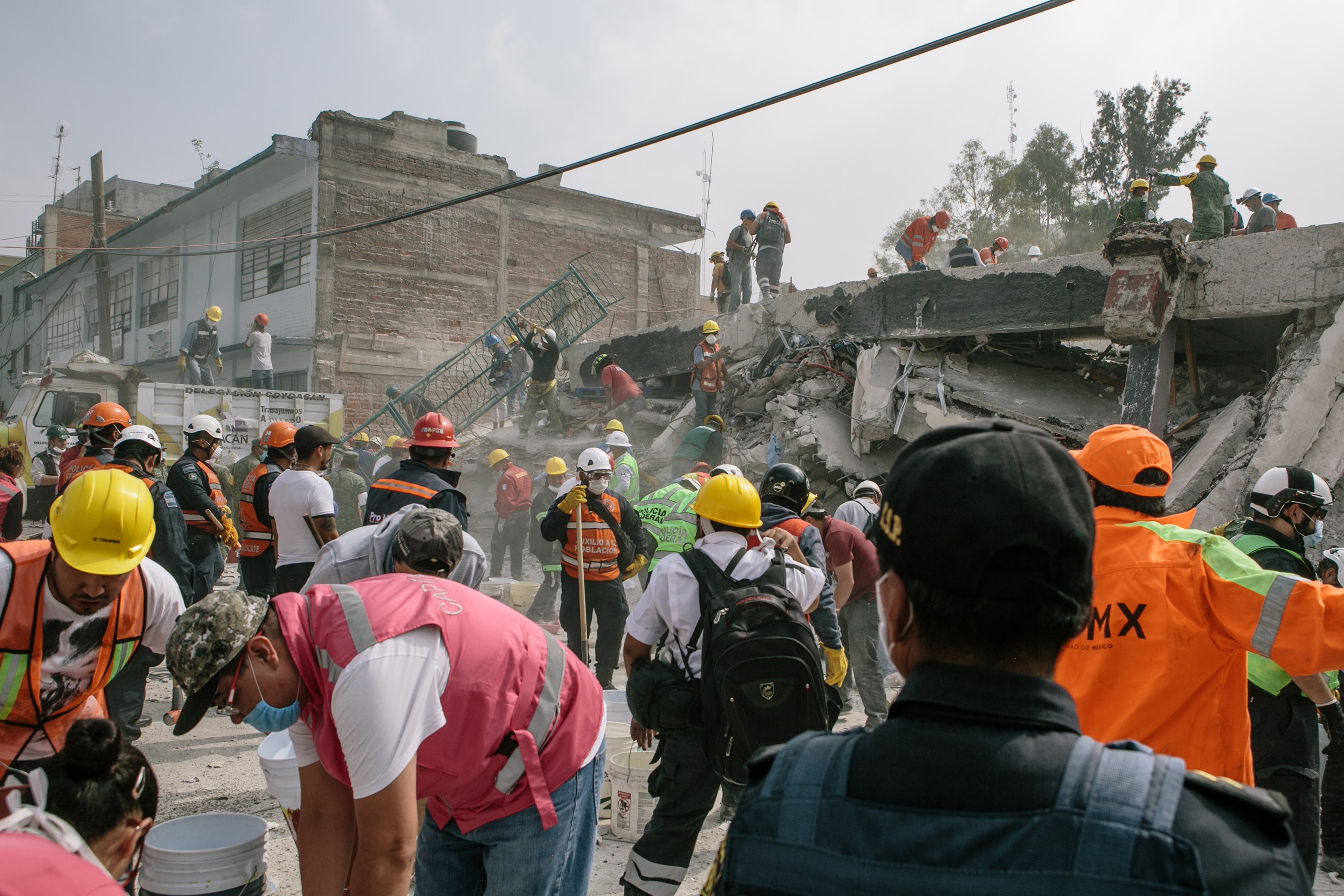 Volunteers, military, police, and city rescue workers dig through the rubble of a fallen textile factory in the Obrera neighborhood of Mexico City on Wednesday Sept. 20, 2017 a day after an earthquake collapsed many buildings in the city. There are still suspected survivors inside.   © Meghan Dhaliwal 2017 meghan.k.dhaliwal@gmail.com