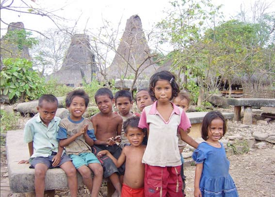 children-at-sumba