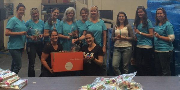 Citrix Volunteers Ready 1,000 Dental Kits for Families in Need